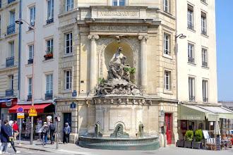 Paris : Fontaine Cuvier, hommage à la Science, bestiaire fantaisiste - Vème