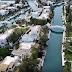 Η «Βενετία» της Ελλάδας: Το «χωριό» που δεν έχει δρόμους αλλά κανάλια, βίλες, σκάφη, πισίνες
