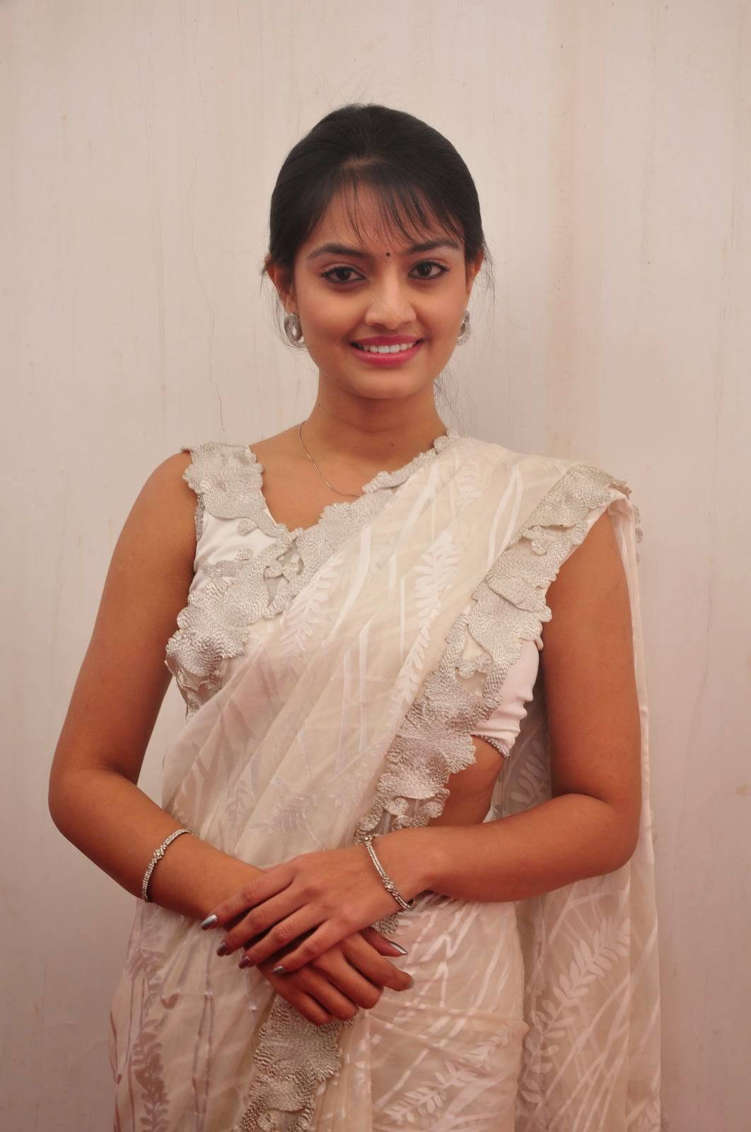 Tollywood Actress Nikitha Narayan Hot Hip Navel Show Photos In White Saree