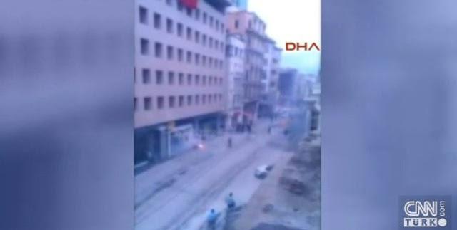 ΕΚΤΑΚΤΟ: Πέντε τραυματίες οπαδοί του Ολυμπιακού στην πλατεία Ταξίμ, ο ένας μαχαιρωμένος, από επίθεση Τούρκων [Βίντεο]