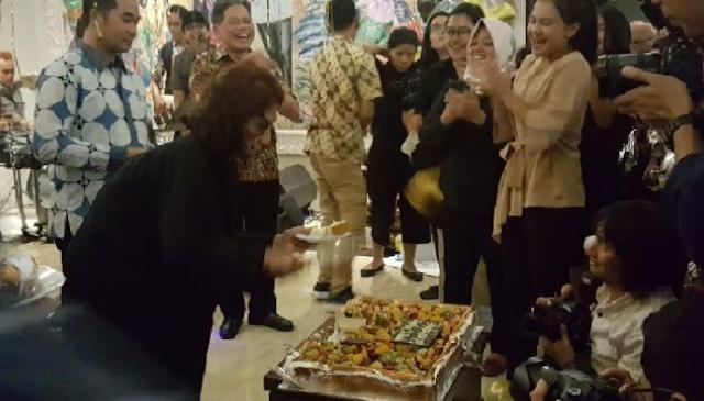 AGEN BOLA - Diberi Kejutan Hari Ulang Tahun, Susi Pudjiastuti Menangis