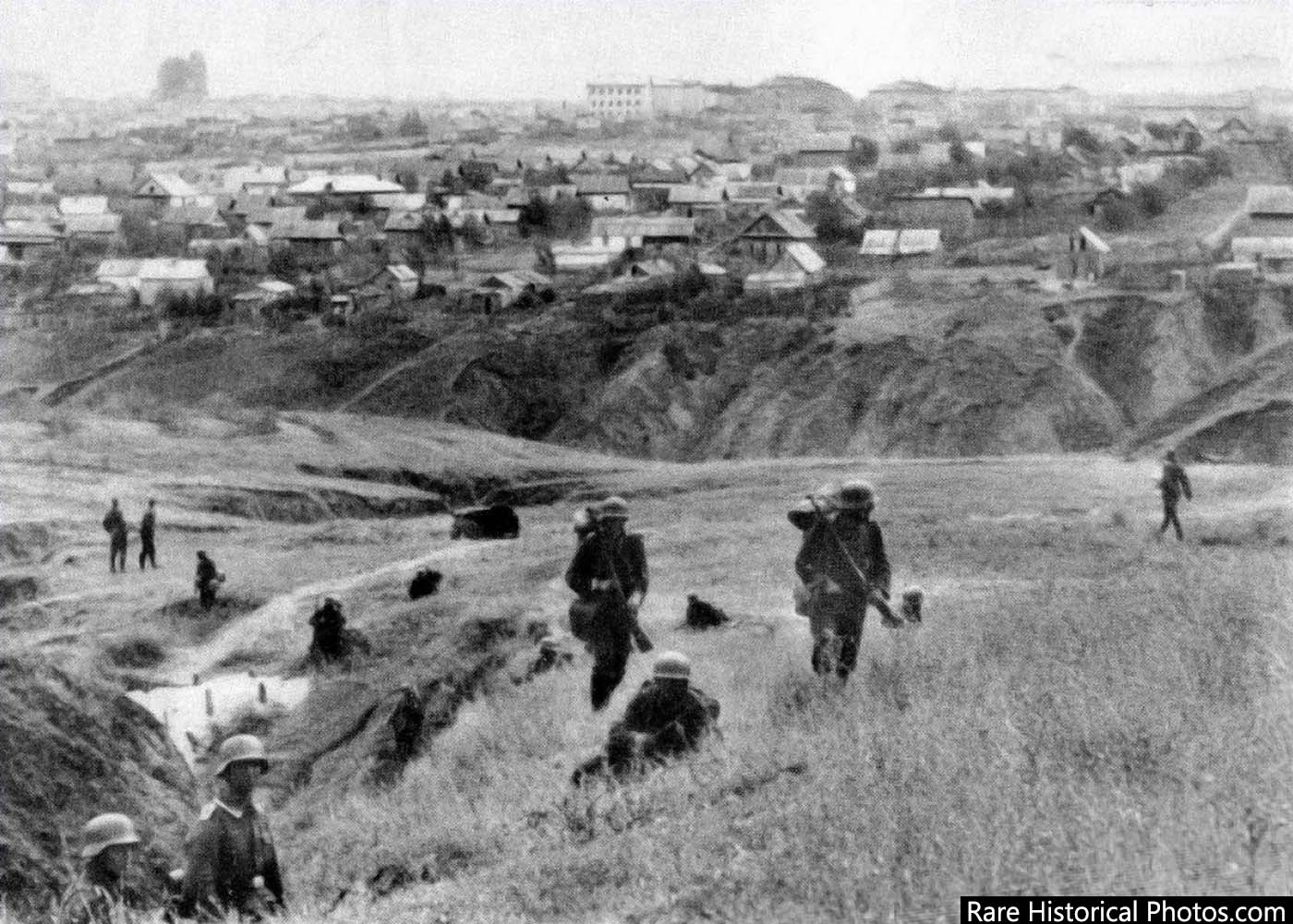 German soldiers on the outskirts of Stalingrad. 1942.