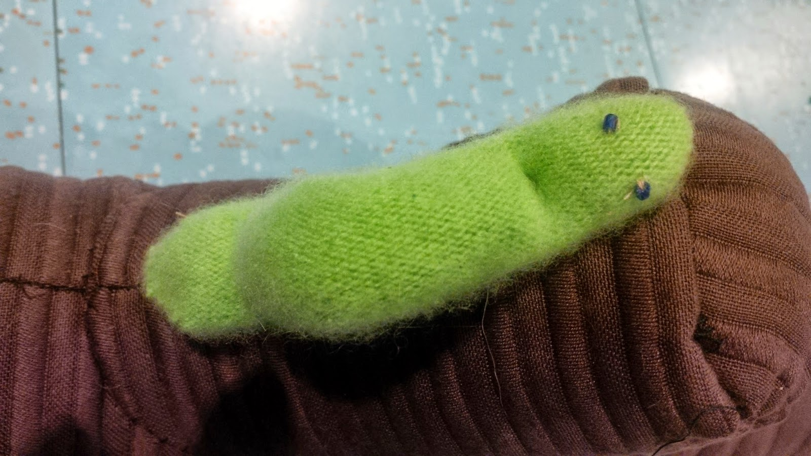 felt inchworm, diy inchworm,