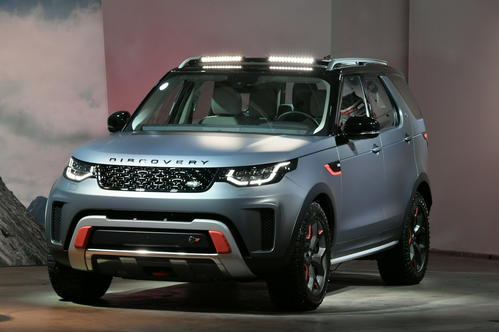 svx v8 is the ultimate land rover discovery for off. Black Bedroom Furniture Sets. Home Design Ideas