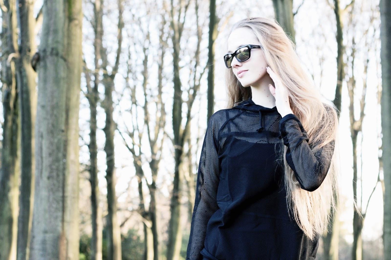 Vera Wang black reflective sunglasses