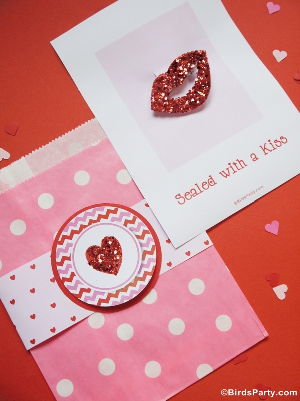 DIY Valentine's Day Kiss Lips Hair Accessory - BirdsParty.com