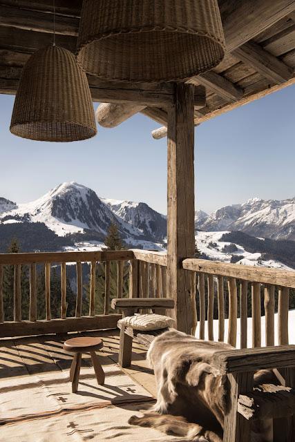 Amenajare modernă și călduroasă într-o cabană din Alpi