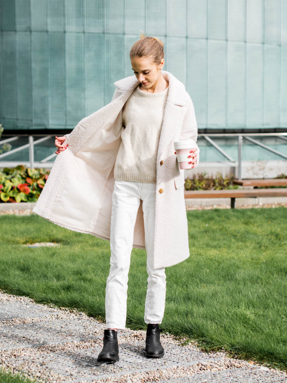 All white autumn/winter outfit with teddy coat - Kokovalkoinen syys-/talviasu teddy-takin kanssa