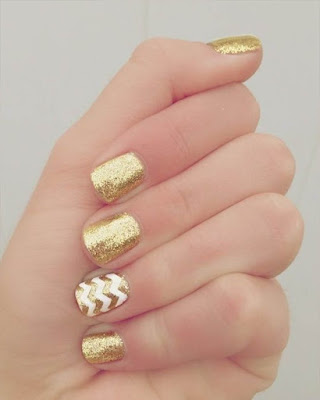 golden nail desings for teenage