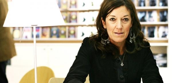 """1η Πανελλήνια Παρουσίαση Βιβλίου στο Φουγάρο της Victoria Hislop """"Οι Καρτ Ποστάλ"""""""