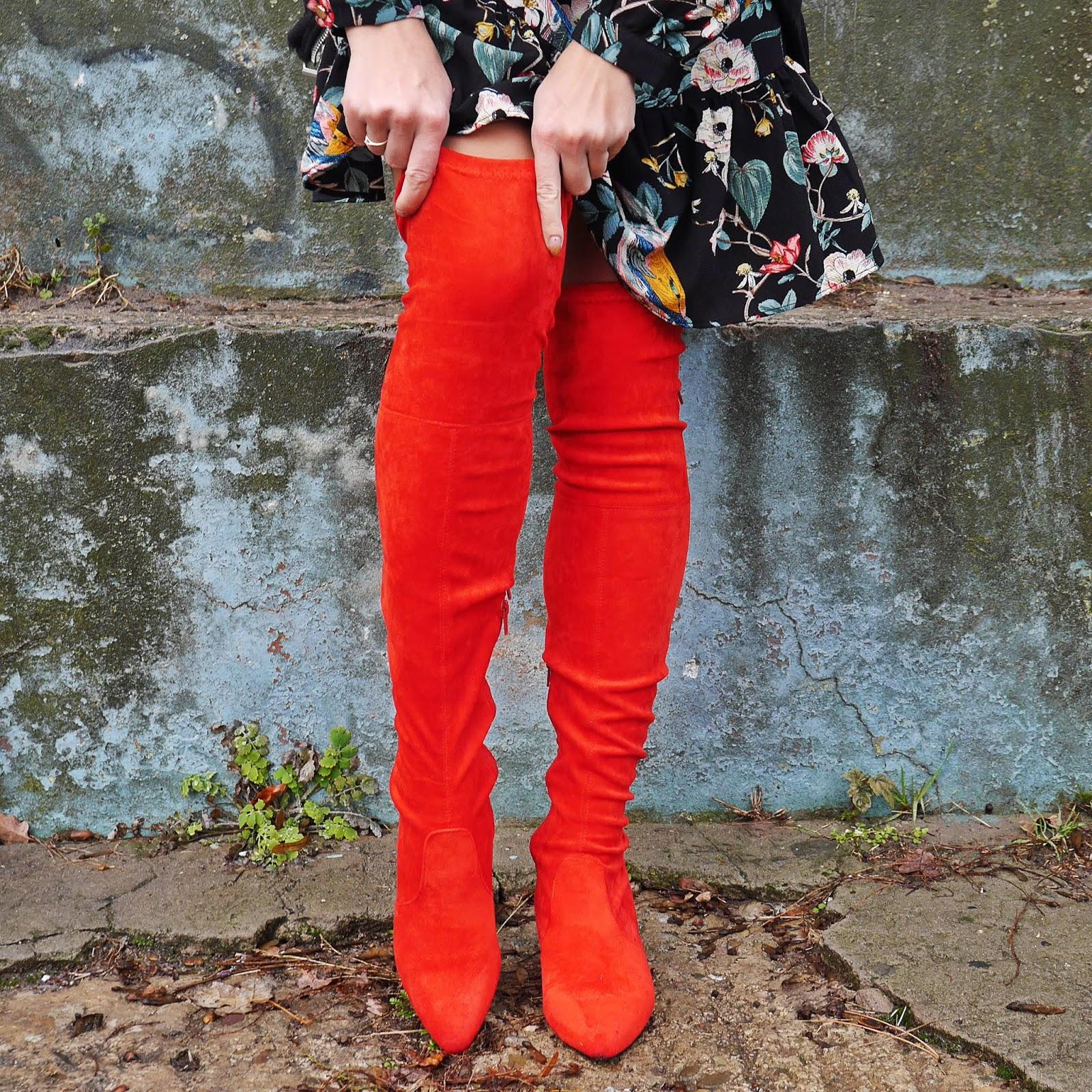 czerwone kozaki za kolano renee sukienka w kwiaty bonprix karyn blog modowy blogerka modowa look outfit ciekawe stylizacje modowe