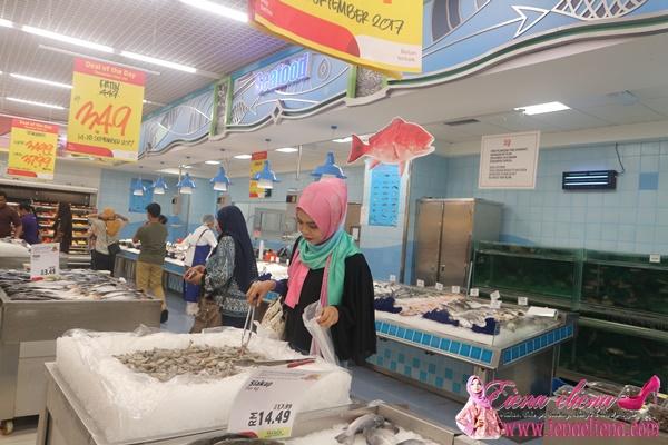 ruangan Barangan basah dan makanan laut di Lulu Hypermarket