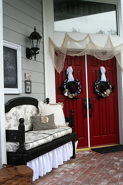 Party Wishes: Halloween Raven Porch