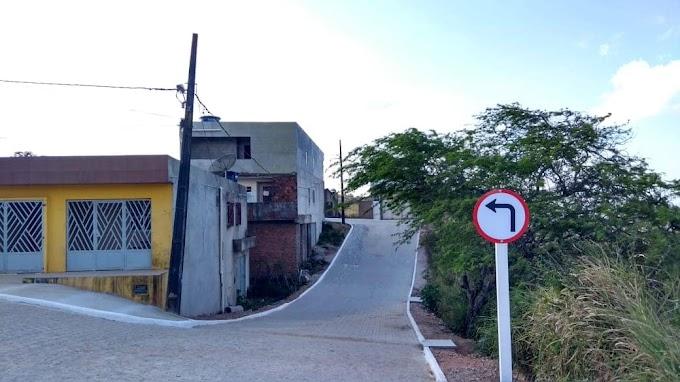 Prefeitura de Umbuzeiro conclui calçamento de mais uma rua