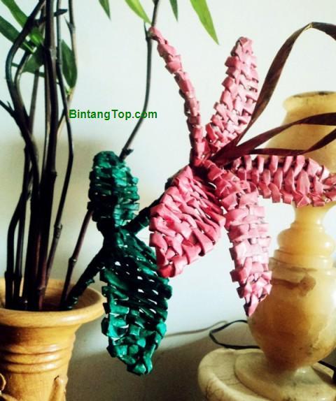Bunga Lily dari Koran Bekas – Trik Simple Menganyam Kertas