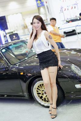 Foto-Foto Kumpulan SPG berbagai Produk paha mulus indah dan rok mini seksi