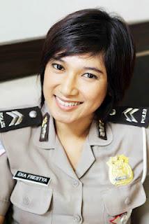 Foto Polisi Wanita Cantik