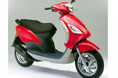 New 2016 Piaggio Fly 125cc Scooter red color pose