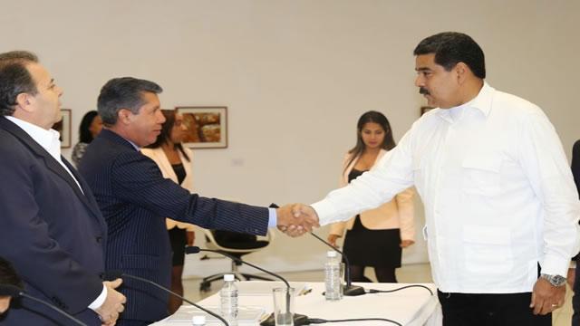 Caiga quien Caiga: Que mantiene a este gobierno en el poder por @angelmonagas