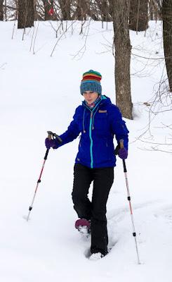 легкий спуск у снігоступах