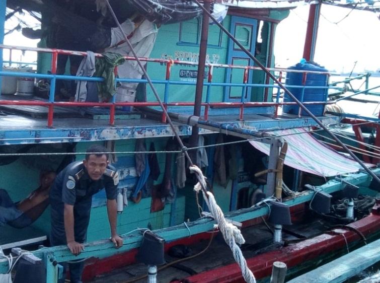 TNI AL lakukan pelacakan terhadap kapal diduga tenggelam di perairan Nias Selatan