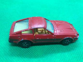 NISSAN FAIRLADY 280Z-T のおんぼろミニカーを側面から撮影