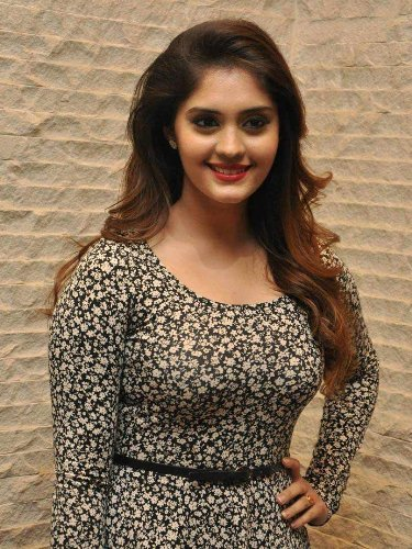 actress-surabhi-hot-photos