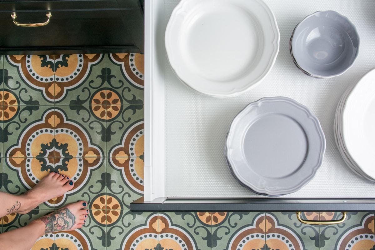 marokańska wzorzysta podłoga w kuchni