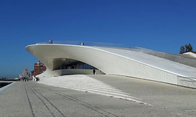 MAAT: Museu de Arte, Arquitetura e Tecnologia uma varanda sobre o rio Tejo