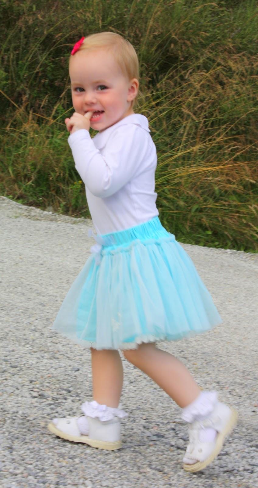 0b4fadd8 De fleste små snupper har vel en prinsesse-periode i 2-3-4 års alderen,  hvor tyllskjørt er det viktigste plagget man kan eie?