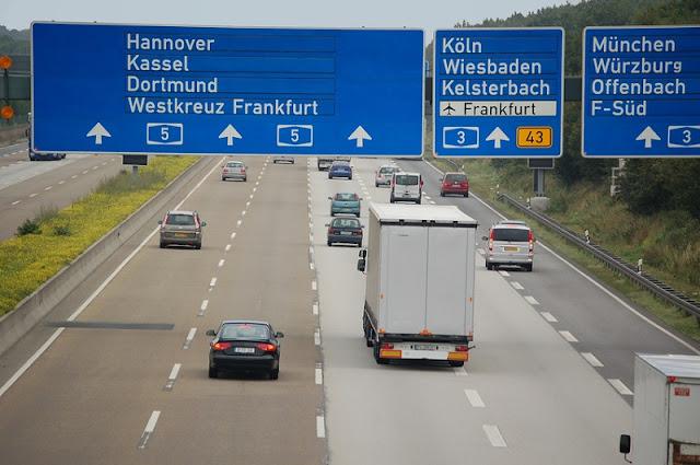 Como alugar um carro em Frankfurt e Alemanha?