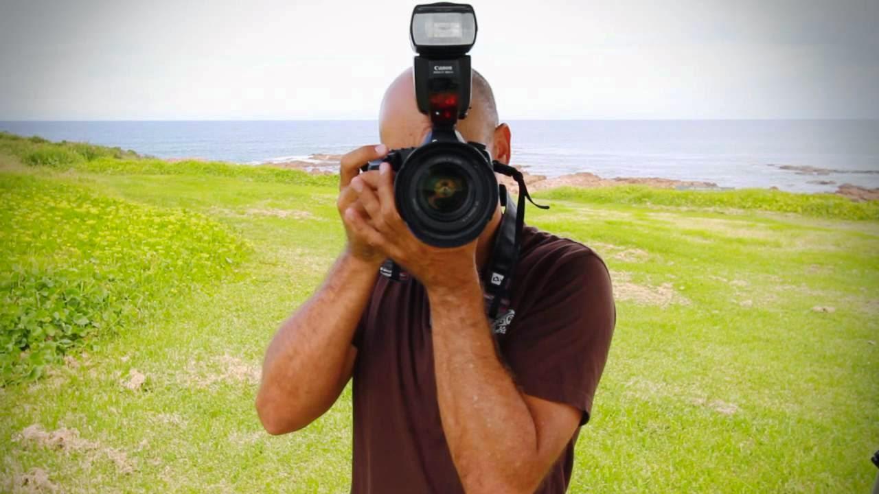 Cara Memegang Kamera DSLR Seperti Seorang Profesional