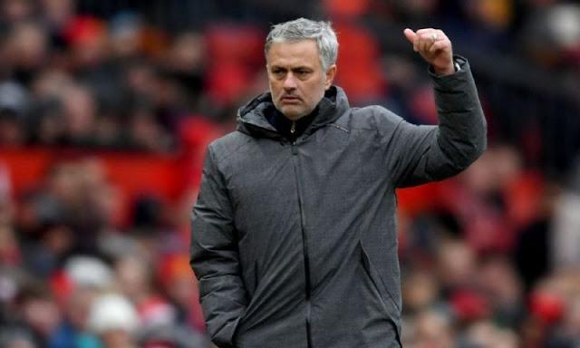 مورينيو يفتح باب الرحيل لمهاجم مانشستر يونايتد