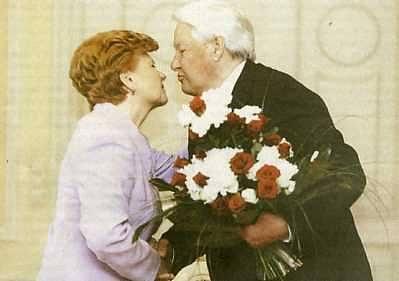 Август 2006 года. Латвия. Рига. Президент Латвии Вайры Вике-Фрейберги и бывший президент РФ Ельцин