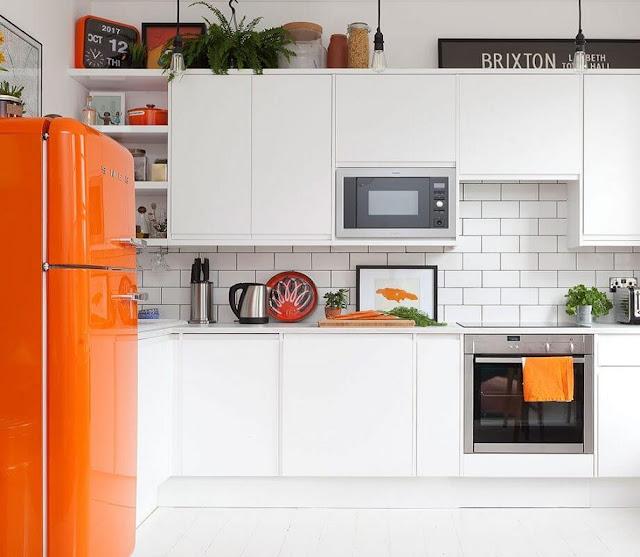 cocina-blanca-pequeña-Fiona Walker-Arnott