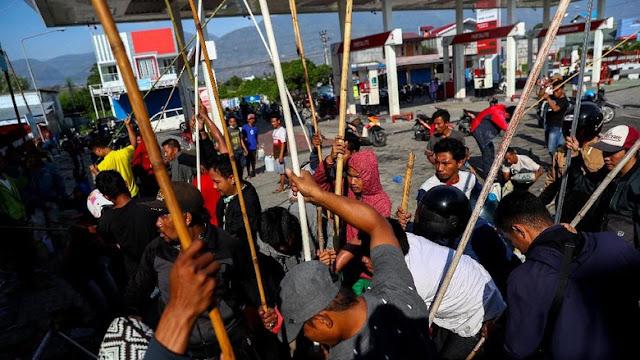 Perjuangan Ekstra Warga Palu, Antri Berjam-jam Cuma Demi BBM 5 Liter