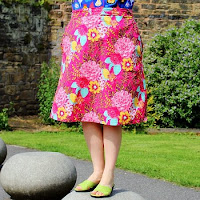 http://www.sewingbeefabrics.co.uk/free-tutorials/how-to-make-an-a-line-skirt/