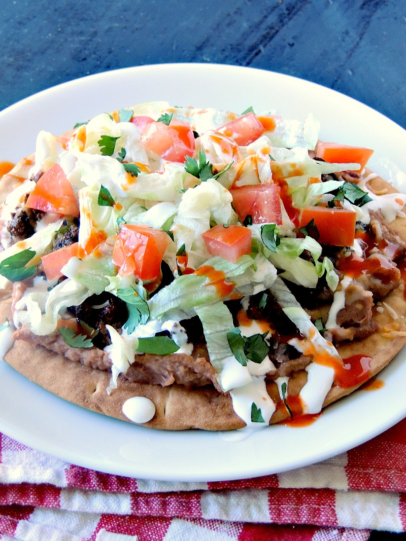 Mini Taco Pizzas - Do you want Mexican food? Pizza? Why chose between your favorites? Mash them up into this quick and easy plateful of deliciousness!