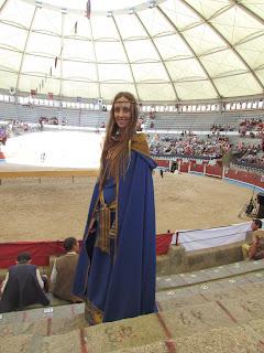 vestido medieval con capa 2