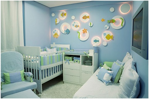 Bedroom for babies with ocean decoration, blue and white colors