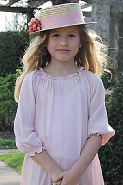 #canotier #niña #BlancoyEntredoses #complementos #modaceremonia #pequeñafashionista