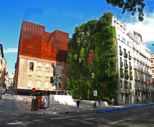 Commercial Applications Of The Vertical Gardening