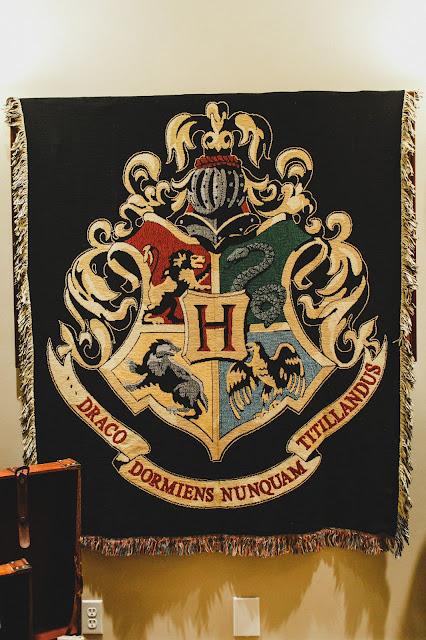 Hogwarts Crest Blanket
