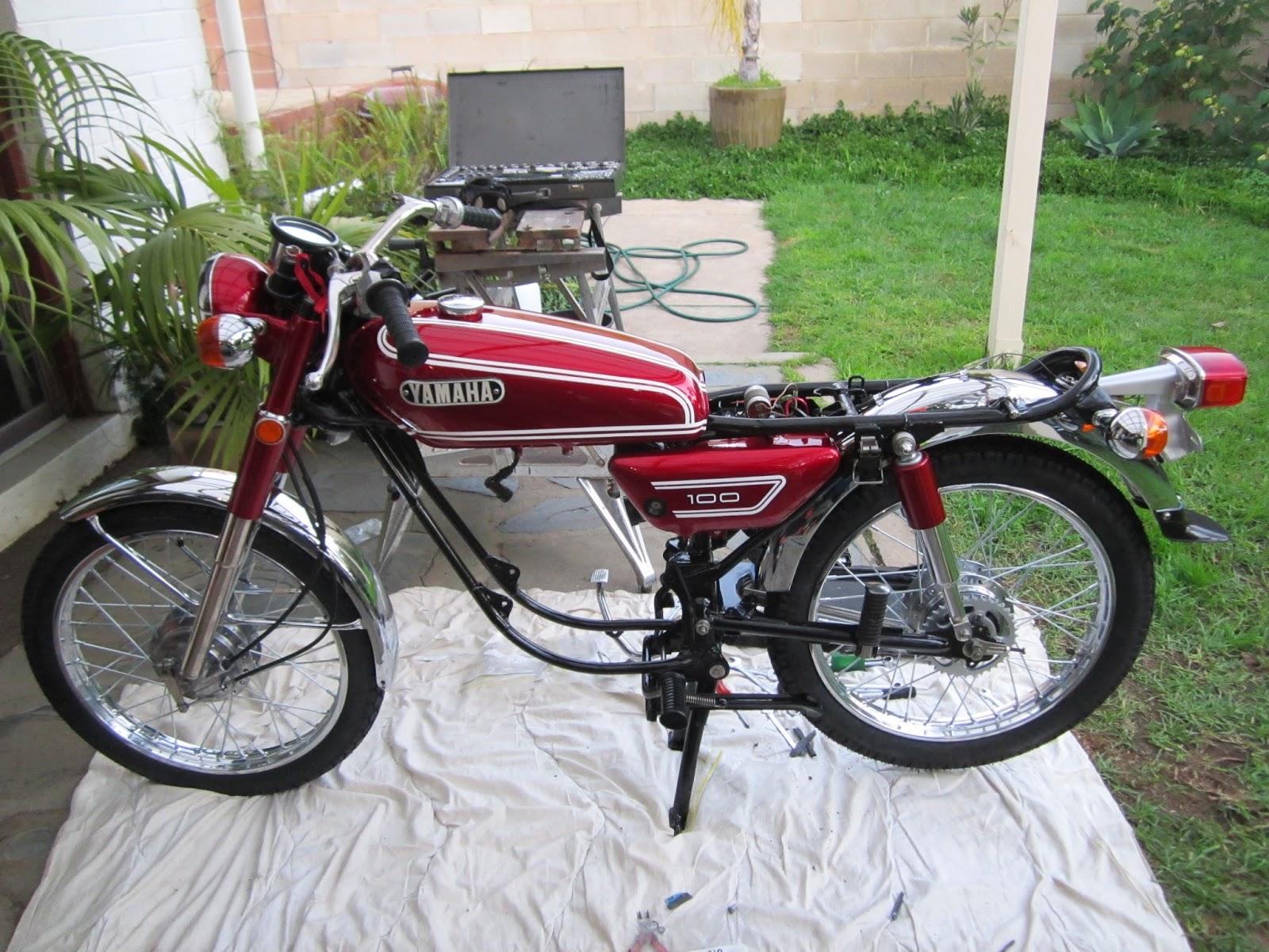 fitting fuel tank yamaha 100cc 1972 [ 1600 x 1200 Pixel ]