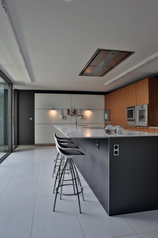 Modern kitchen in The Memory House by A-Cero Architects
