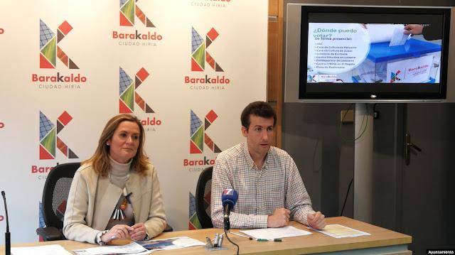 """La alcaldesa, Amaia del Campo, y el concejal de Alcaldía, Gorka Zubiaurre, presentando los presupuestos """"participativos"""""""