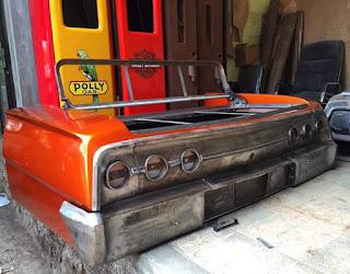 Mau punya Classic Cars sofa yang seperti ini ?