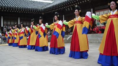เพื่อให้นิสิตในและนอกคณะอักษรศาสตร์มีความรู้และทักษะในการสื่อสารภาษาเกาหลีอันจะเป็นประโยชน์ ต่อการประกอบอาชีพและการศึกษาต่อของนิสิตในอนาคต
