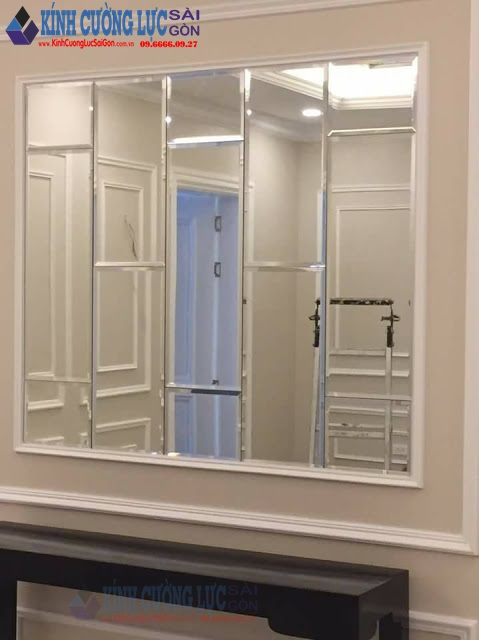 Gương kính thủy trang trí phòng khách xu hướng đẹp 2019