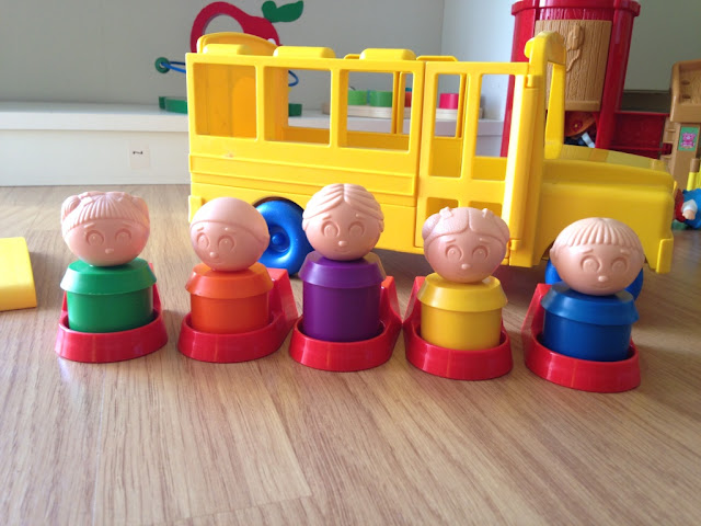 figurines-bonhomme-school-bus-tuppertoys